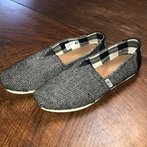Women's TOMS with herringbone pattern. Super cute!
